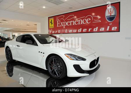 ... Lauderdale Fort; Steve Martorano Recebe Uma Entrega De Sua Nova Maserati  Granturismo MC Stradale Na Ferrari Maserati De
