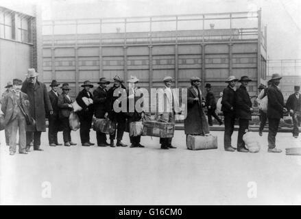 """Intitulado """"imigrantes de 'Princesa Irene"""". No 35 anos antes de Ellis Island aberto, mais de oito milhões de imigrantes Foto de Stock"""