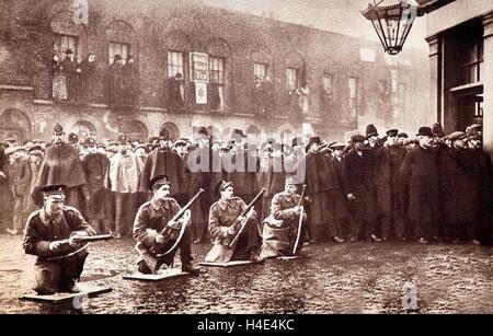 Soldados no Cerco de Sidney Street de Janeiro de 1911, de um tiroteio no East End de Londres entre a polícia e o Foto de Stock