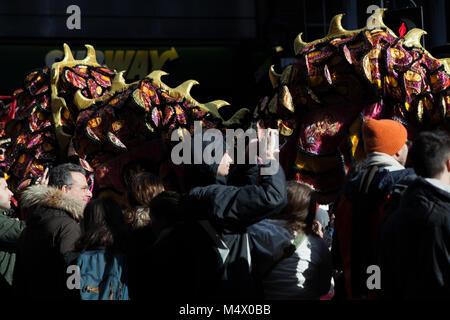 Londres, Reino Unido. 18 de Fev, 2018. Celebrações do Ano Novo Chinês - Ano Novo Lunar teve lugar em Londres como Foto de Stock