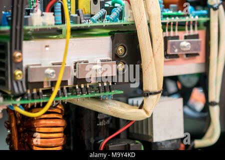 Desmontagem da máquina de solda inversora. Foto de Stock